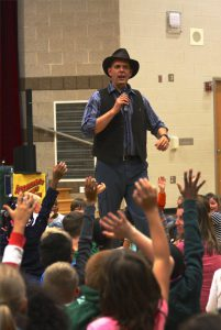 les-trouble-school-show-volunteers